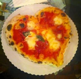 Gusta Pizza forma di cuore Firenze