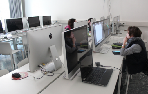 Studenti al computer IED Firenze