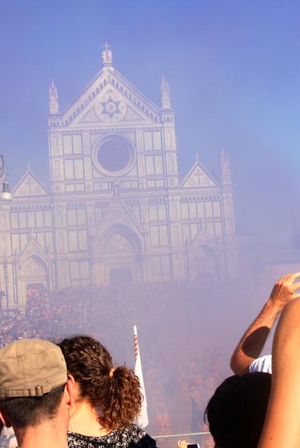 purple smoke bomb calcio storico