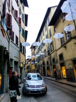 Abnormally small Italian sidewalks