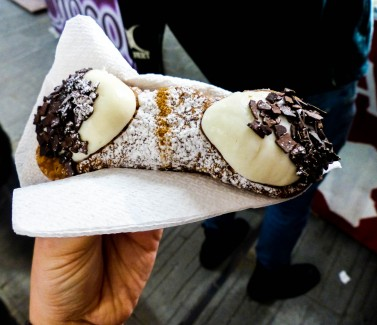 Fresh Italian Cannoli