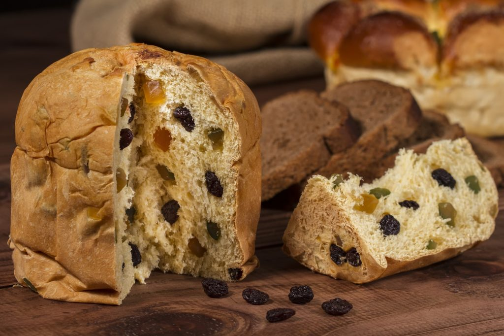 what is the difference between pandoro e panettone