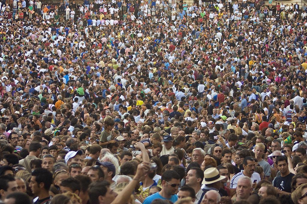 italians crowd different skin tones