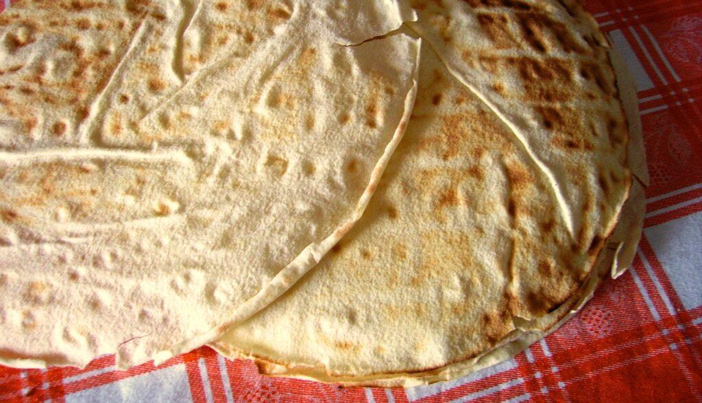 Italian types of bread carasau