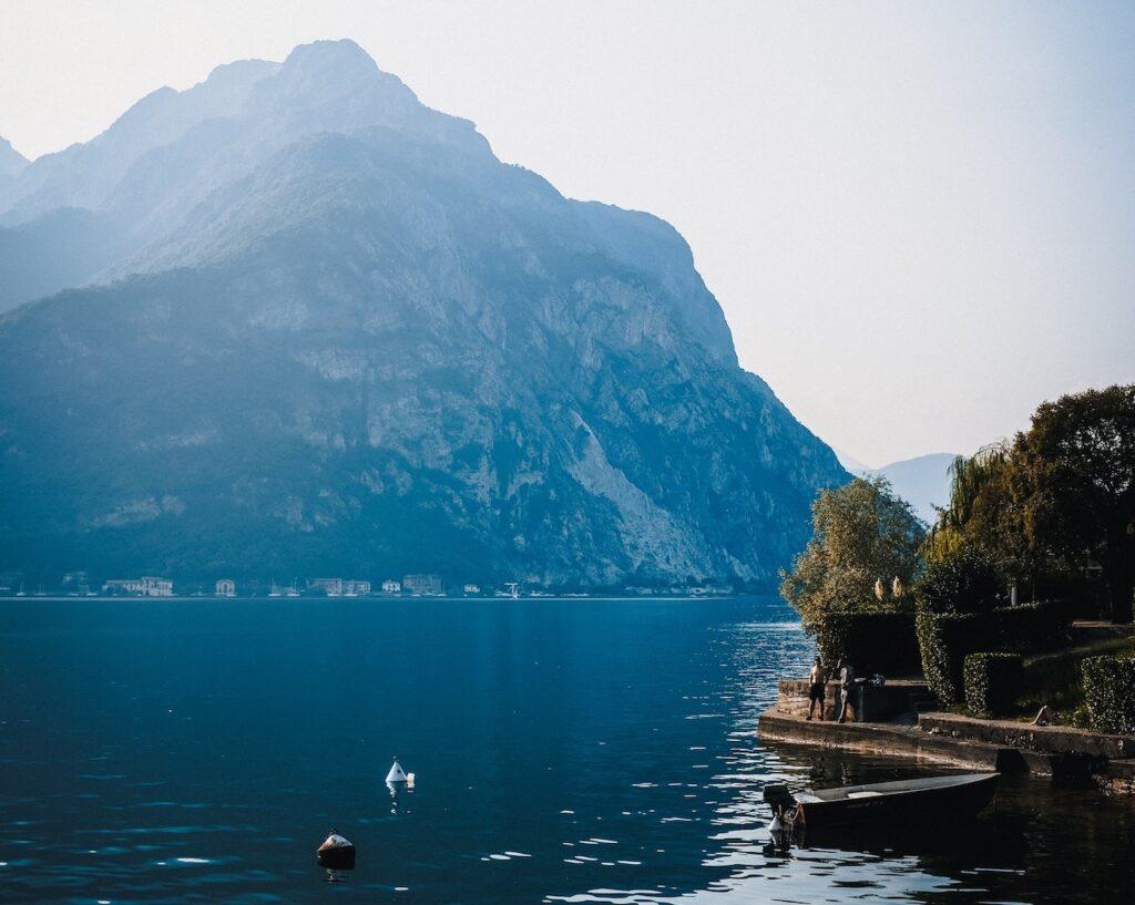 lake como italian way housing
